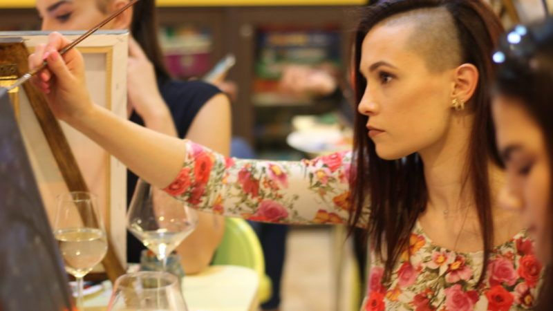 Pineli & Vino: Slikarska zabava u Palmotićevoj koja okuplja generacije