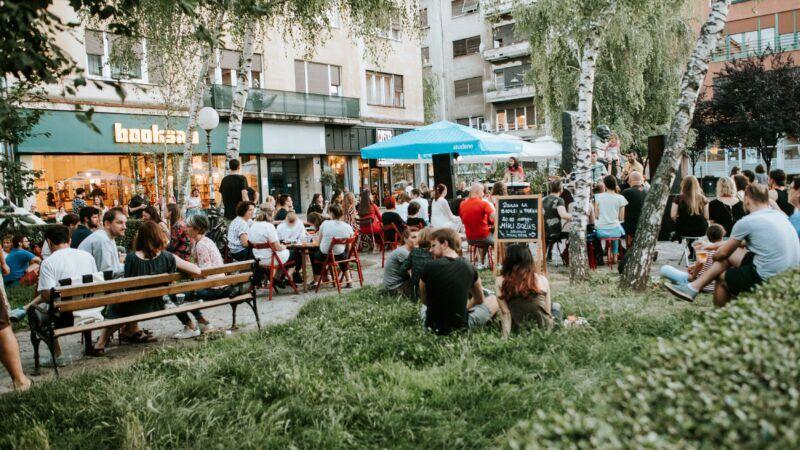Bablje ljeto u Booksi: Književni klub Booksa i novu sezonu programa ugostit će u parku