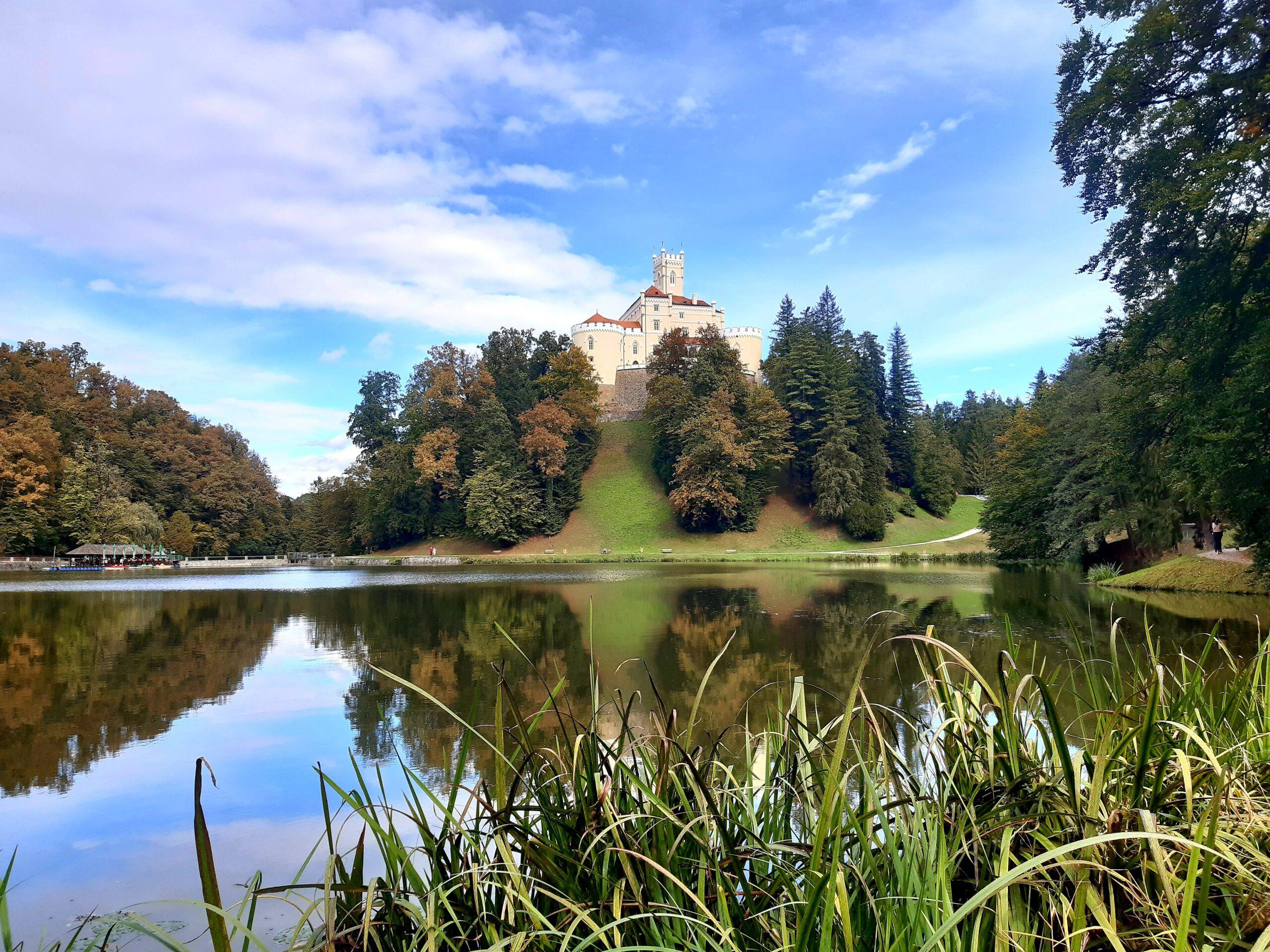 Samo sat vremena od Zagreba: Bajkoviti dvorac Trakošćan