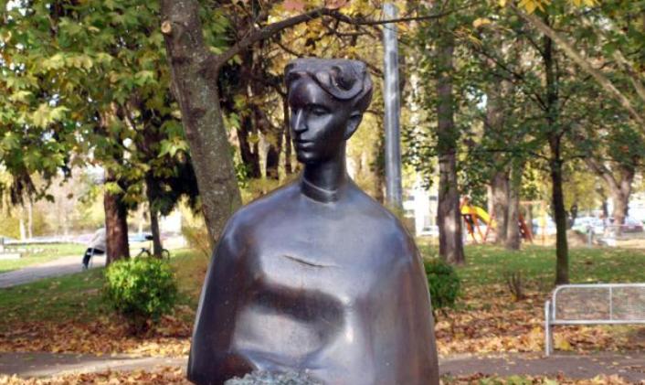 Ivana Brlić Mažuranić: Žena koja je voljela svoju obitelj, pisanje, boravak u prirodi, društvo i kulturnu djelatnost