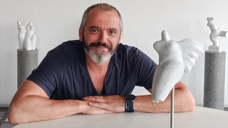 Petar Hranuelli: Ljubav prema kiparstvu i umjetnosti treba osjetiti u sebi, a onda biti spreman na puno odricanja, rada i prašine