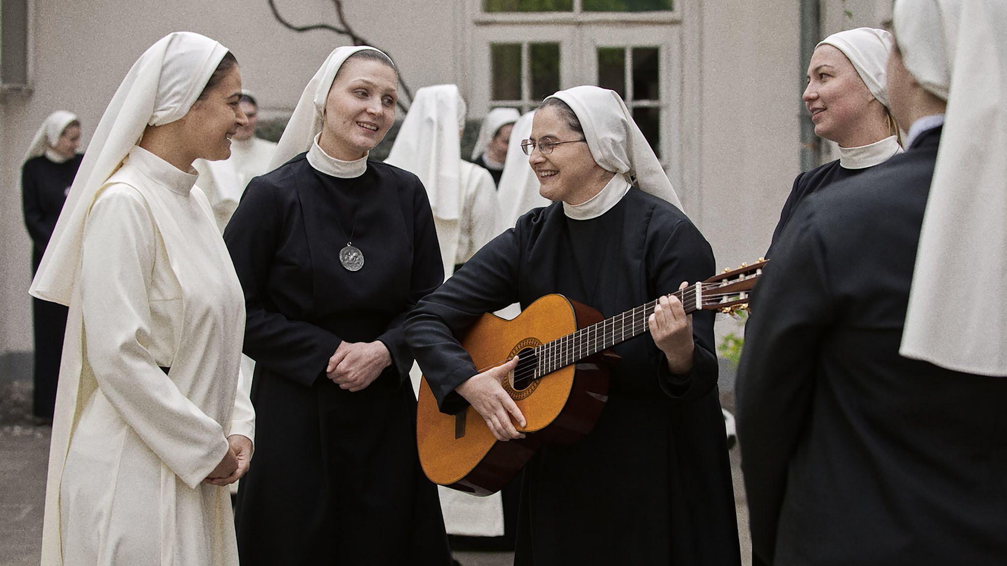 Prošlogodišnji pobjednik publike Zagrebdoxa film 'Nun of Your Business' Ivane Marinić Kragić kreće u domaća kina