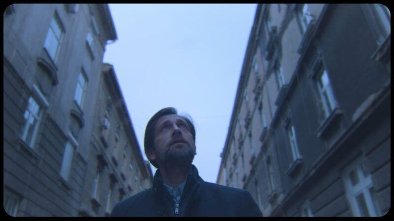 Aleksandar Ljiljak prošetao pustim zagrebačkim ulicama u spotu za pjesmu 'Grade moj'