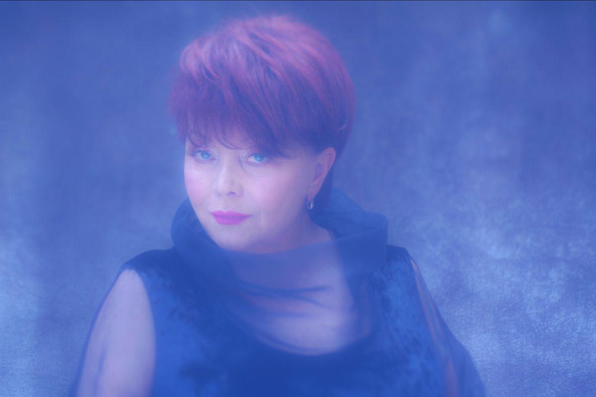 Zdenka Kovačiček singlom 'Nova ja' ponovno dokazuje kako je ispred svog vremena
