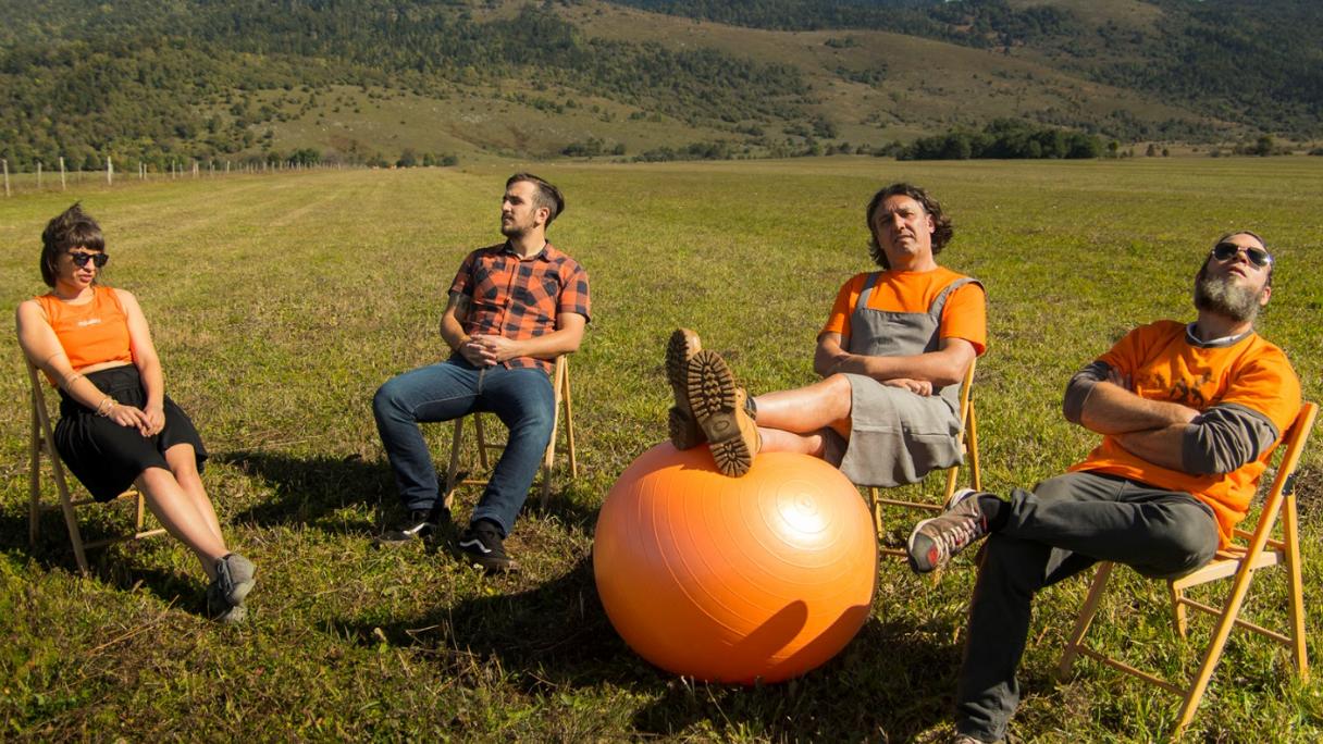 Narančasti art kolektiv vodi vas u Zemlju Kamenog Bizona!