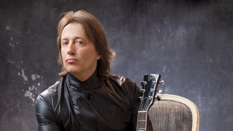 Emotivnom izvedbom tradicionalne makedonske pjesme Zele najavljuje novi solo album