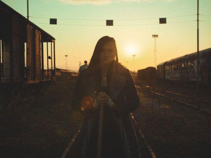 Sunnysiders novim mračnim singlom 'No Pockets In The Grave' podsjećaju na prolaznost života i važnost nematerijalnih vrijednosti