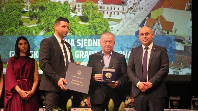 Želimir Babogredac, direktor Croatia Recordsa, dobitnik je Zlatne plakete 'Grb Grada Vinkovaca' za 2021.