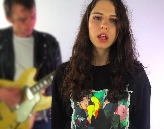 Tea nam u debitantskom singlu 'Lagano' pjeva o bezbrižnosti, lakoći i svijetu bez problema