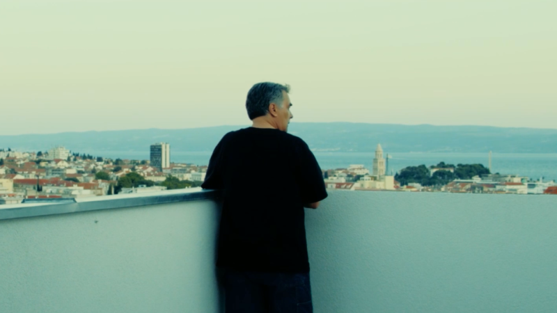 Poznati splitski kantautor Dean Dvornik ljeto je iskoristio i za objavu novog singla i spota