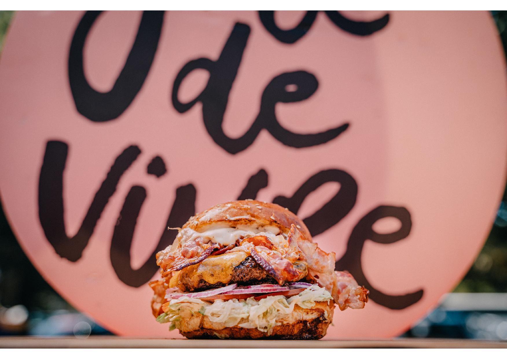 Burgermanija zavladala zagrebačkim Trgom dr. Franje Tuđmana! Zagreb Burger Festival šesti je put otvorio svoja vrata