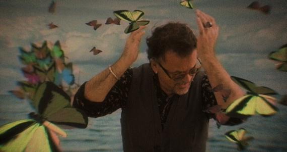 Gibonni ponovno iznenadio: Pogledajte zanimljiv videospot za pjesmu 'Lažu fotografije'