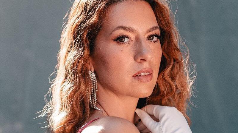 Nakon odličnog prvog singla, talentirana glazbenica N I K O L I N A, predstavlja novi singl i spot 'Ljubav'