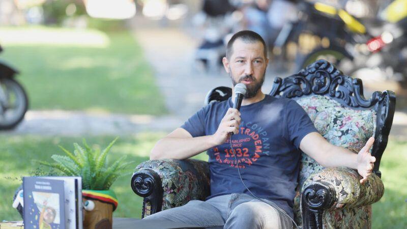 Šibenski umjetnik Ivan Burić predstavio svoju prvu slikovnicu 'Toma u svemiru'