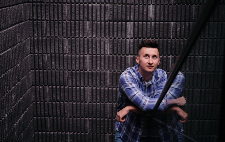 Zvonimir Detelj u svojem novom singlu 'Javi se' otkriva da su za ljubav ponekad potrebne samo dvije riječi!