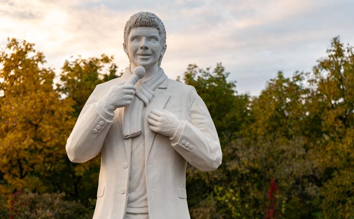 U Novoj Gradiški svečano otkriven spomenik u čast Toši Proeskom!